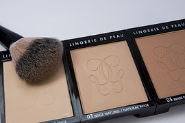 make-up-1276358__180